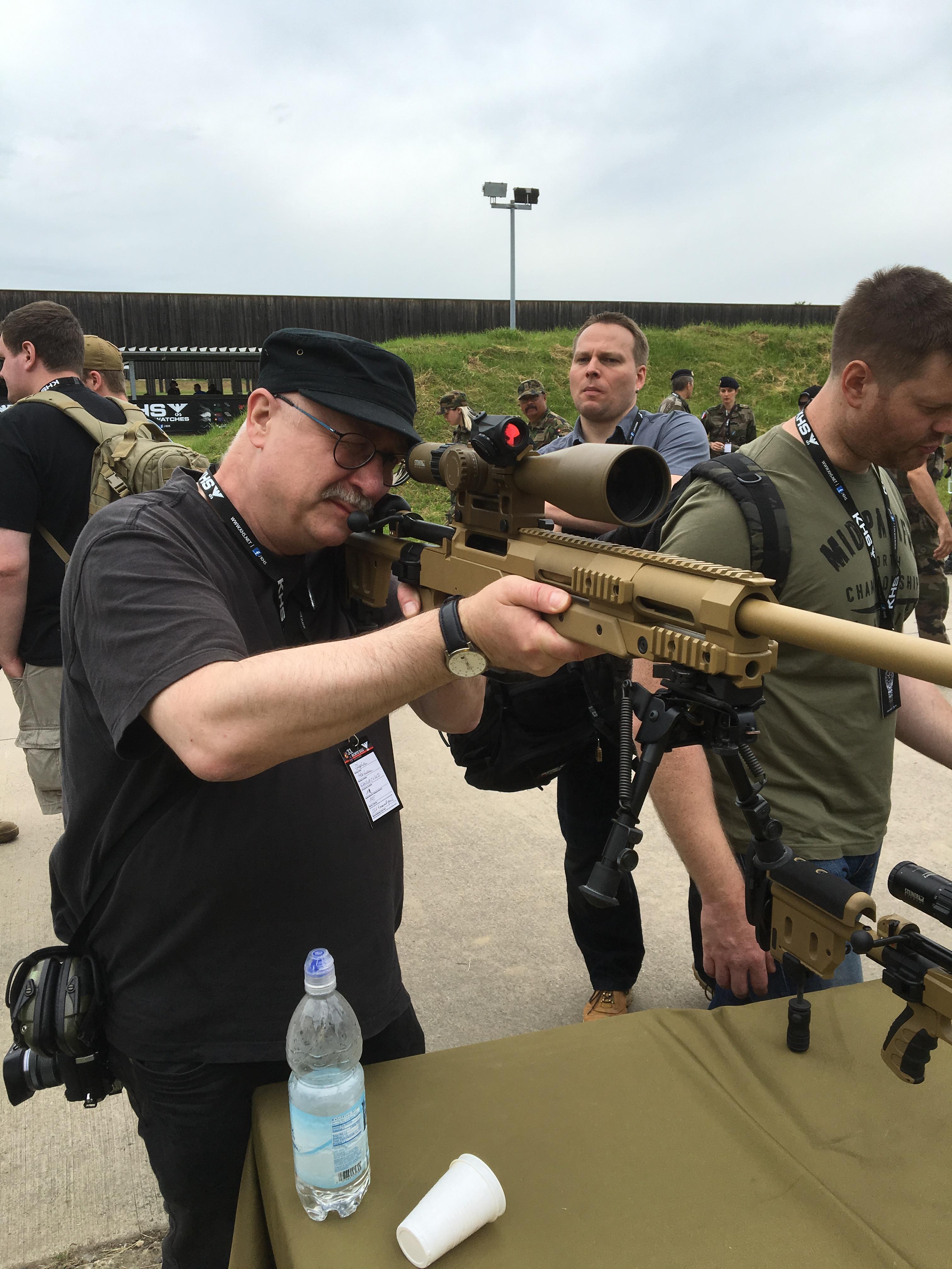Stephan mit Scharfschützengewehr